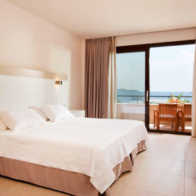 Photo claire d'une chambre d'hotel