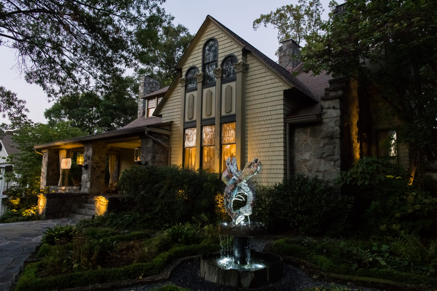 An evening photo of the Stonehurst Place Bed & Breakfast in Atlanta Georgia, USA