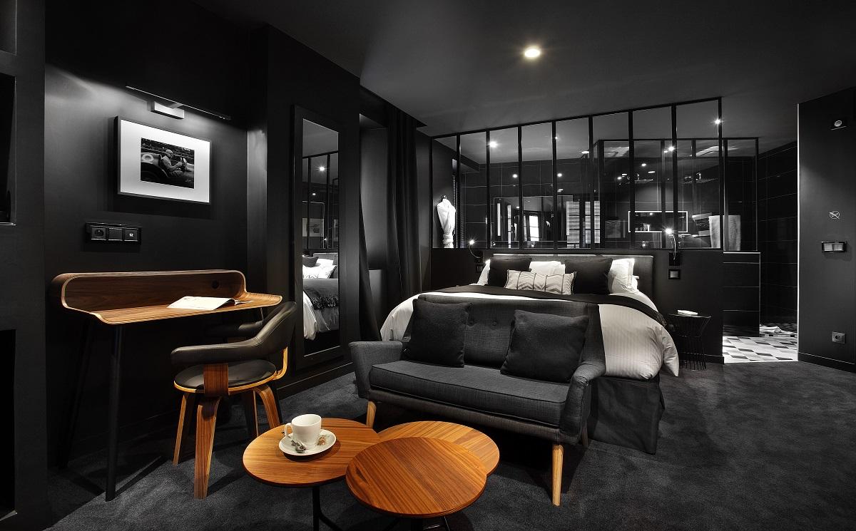 Une chambre ambiance noir et subtile pour une expérience unique