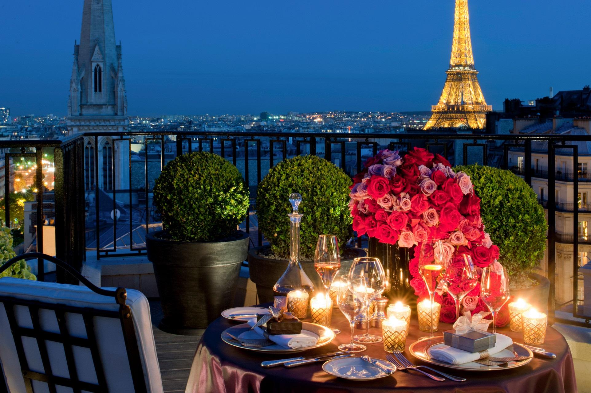 Un dîner aux chandelles dans un hôtel de luxe le Four Seasons George V