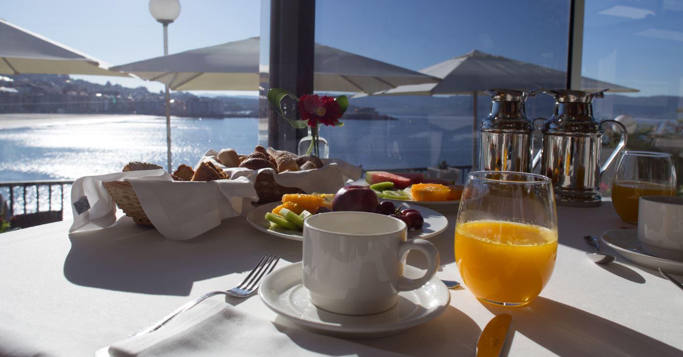 desayuno vistas al mar