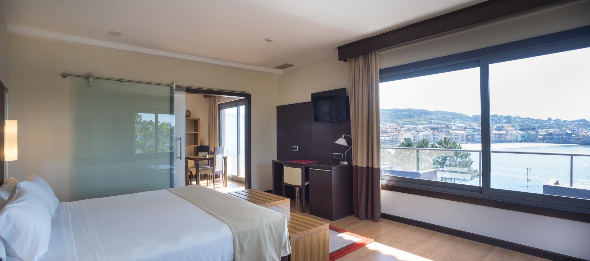 Habitación de hotel con vistas al mar