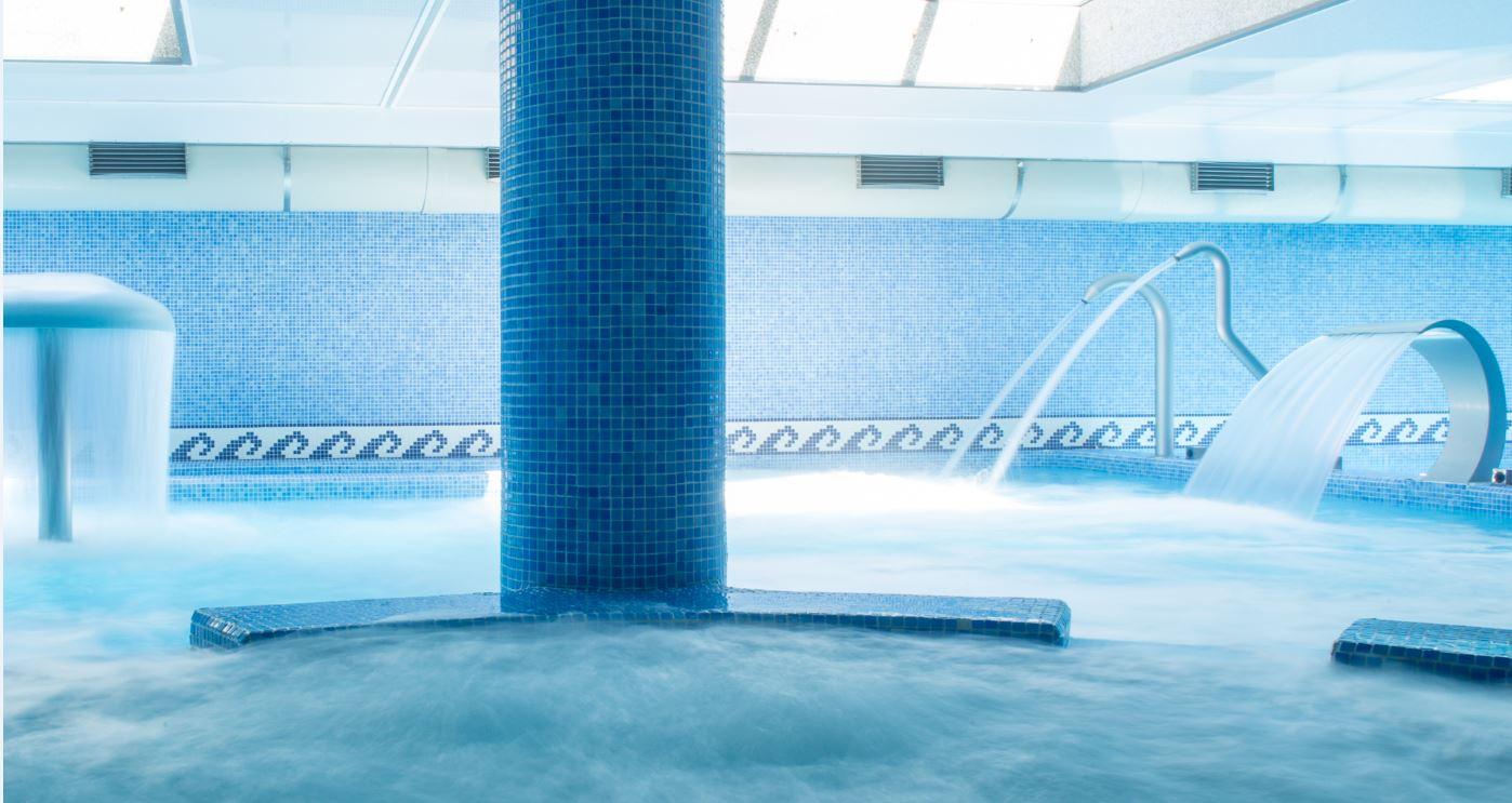 chorros y piscina de spa