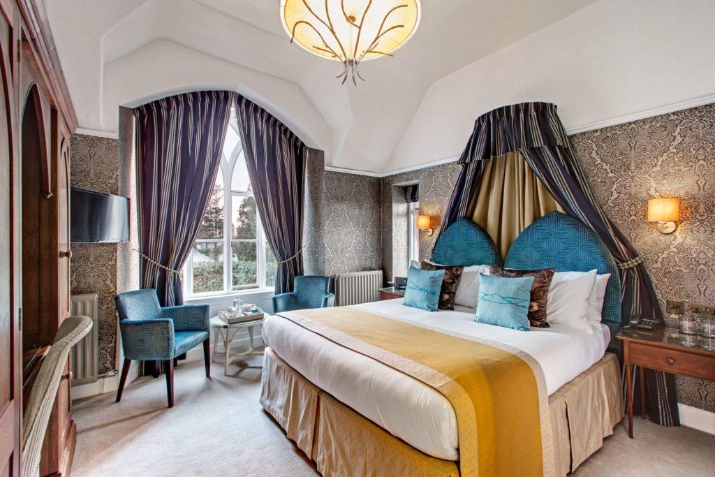 image showing hotel room in Cedar Manor