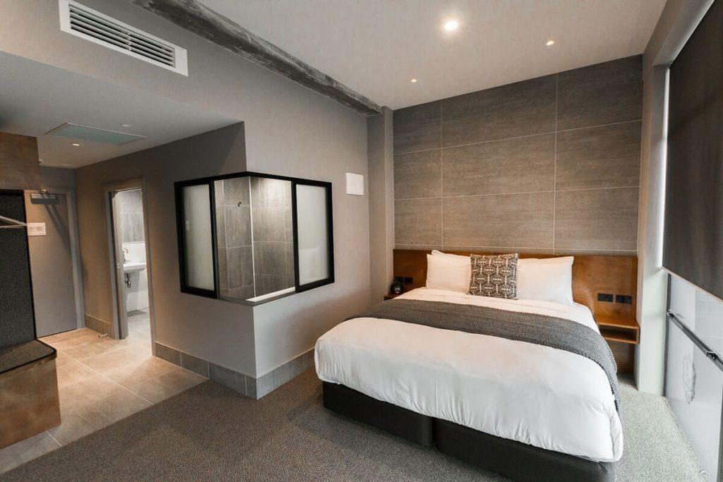 Hotel room of King And Queen Hotel Suites in New Zealand