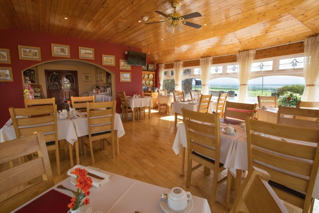 The breakfast area of The Tides Guest House in Ballybunion