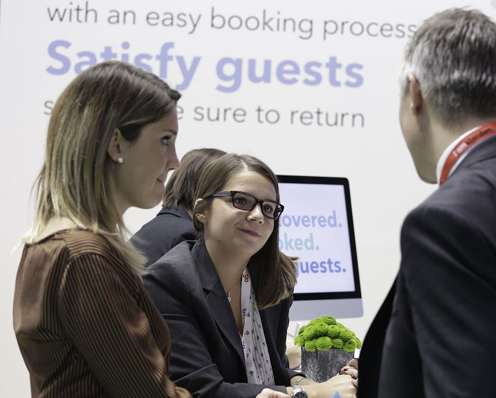 trivago connectivity experts talk to connectivity providers at the stand