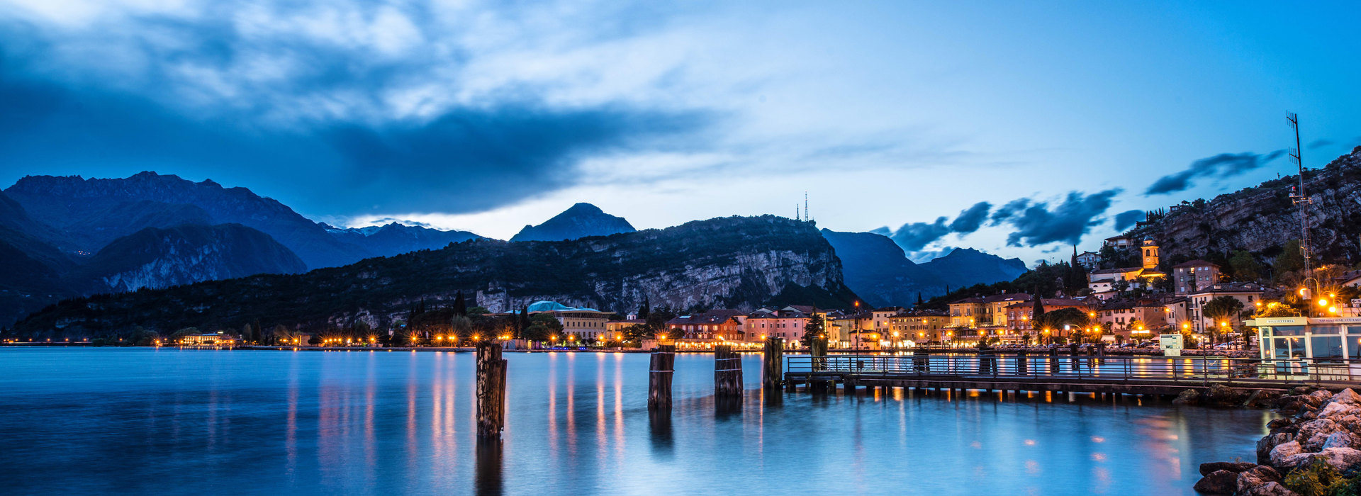 Vista notturna sul lago di Garda